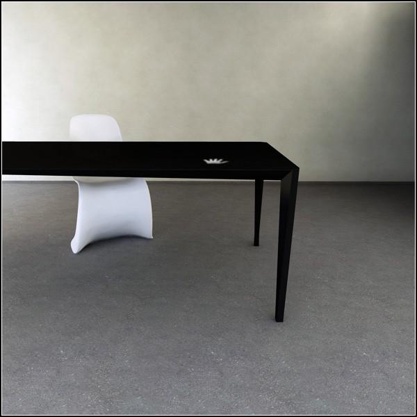 Touch Table, белеющий и чернеющий обеденный стол