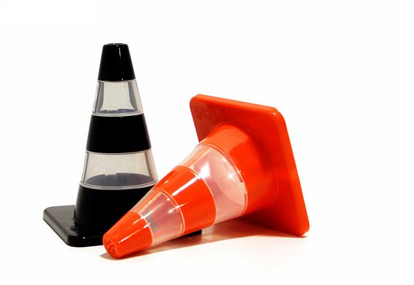 Специи в дорожных «пирамидках». Дизайнерские шейкеры Traffic Cone S&P Shakers