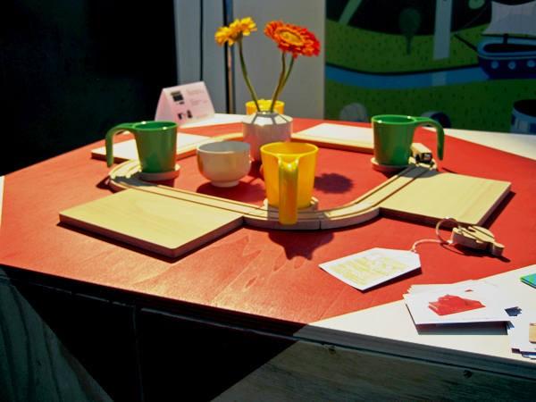 Рельсы, вагончик и станция, креативная посуда Train Breakfast Set