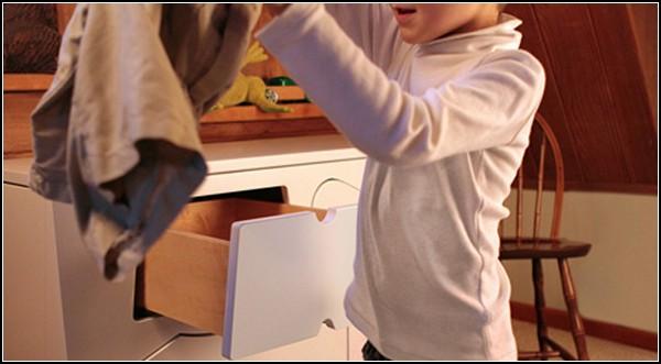 Детский комод с подсказками для одежды