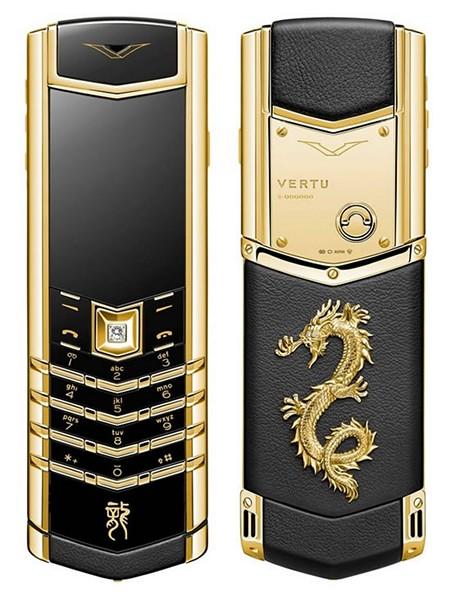 Эксклюзивный золотой мобильный телефон из линейки Vertu Signature Dragon