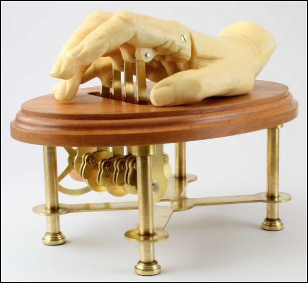 The Waiting Hand, механическая рука для постукивания пальцами по столу
