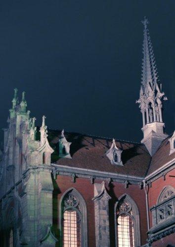 Костел святого Николая в вечерних огнях