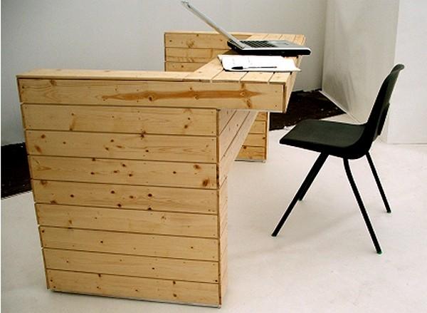 При необходимости диван-трансформер Andy Warhol превращается в столик