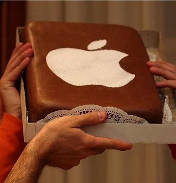 Праздничный торт с логотипом Apple