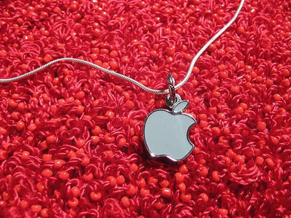 Цепочка с кулоном в виде логотипа Apple