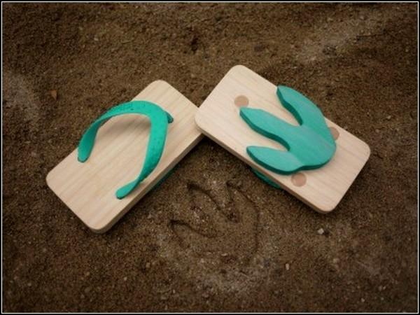 Японские деревянные сандалии Ashiatoсо следами динозавра