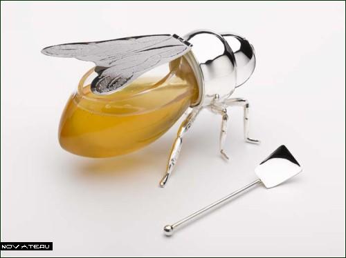 Пчелка, пчелка, дай мне меду!
