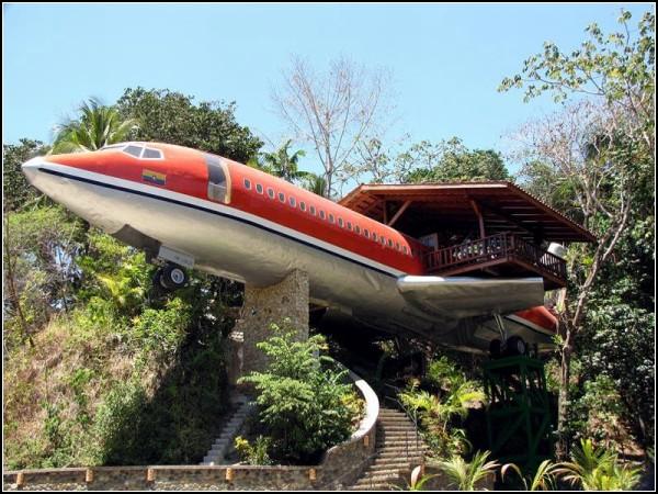 Отель из старого самолета Boeing 727