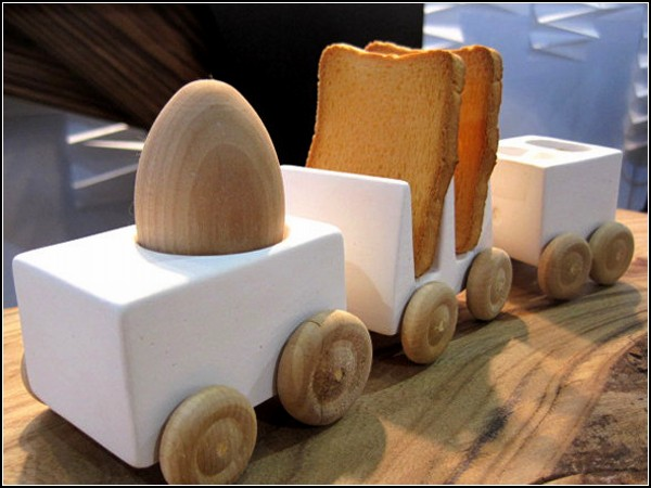 Breakfast Express, паровозик, везущий завтрак