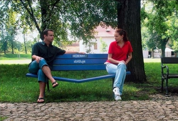 Get closer. Арт-скамейка от ТМ Becherovka