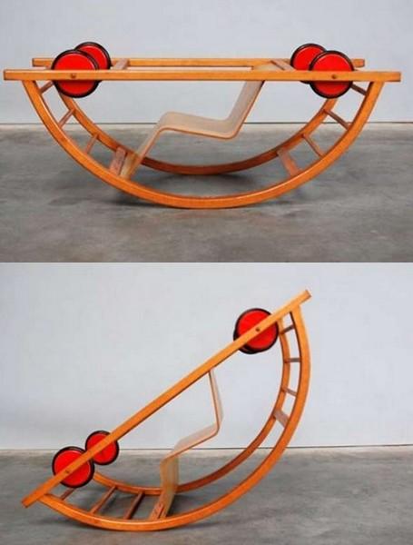 Кресло-качалка в виде автомобиля-перевертыша