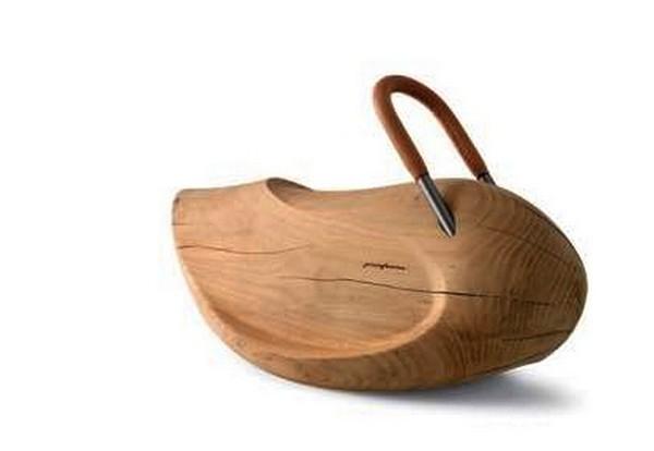Кресло-качалка в виде деревянного *голыша* с ручкой