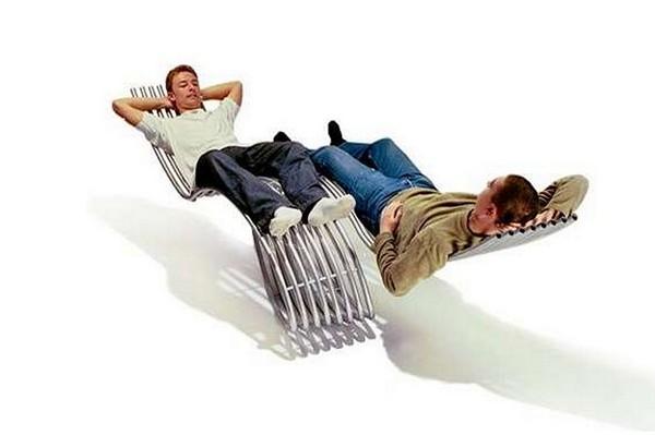 Стальное и стильное кресло-качалка для двоих