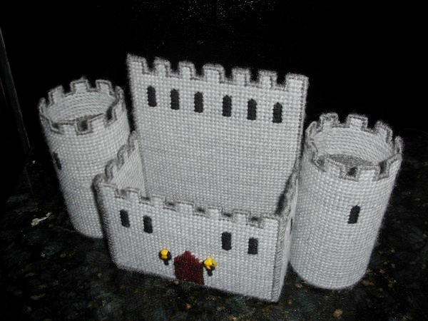 Рыцарский замок для бумажных салфеток