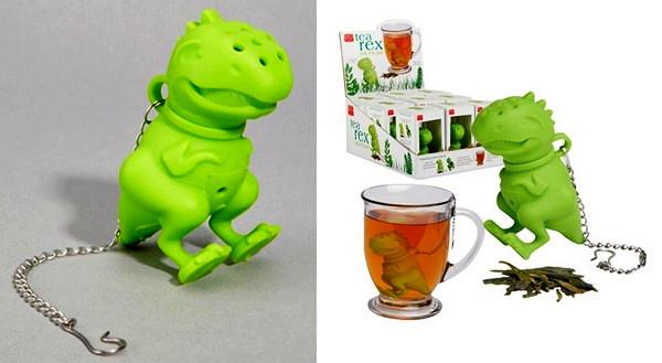 Зеленый динозавр в чашке с чаем