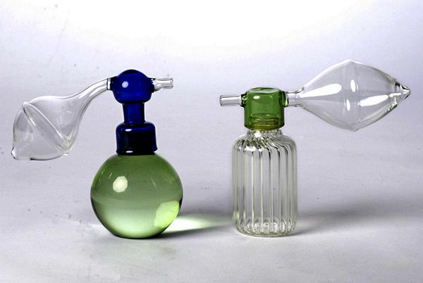 Atomizer. Стеклянная посуда в виде парфюмерных флаконов