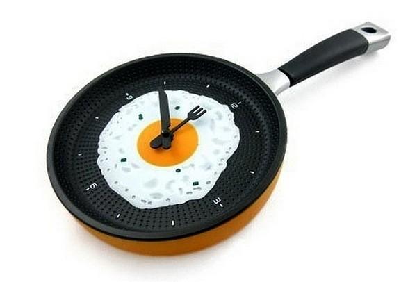 Кухонные часы в виде глазуньи