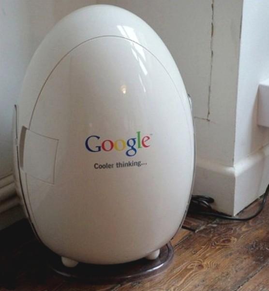 Холодильник в виде яйца в офисе Google