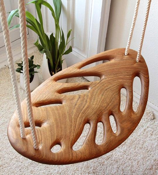 Leaf swing: резные деревянные качели ручной работы
