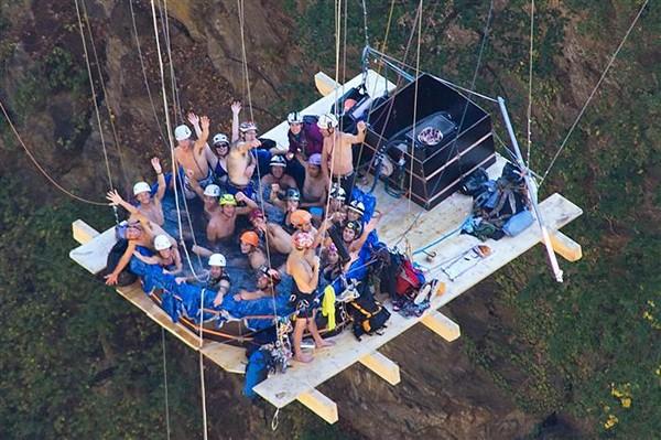 Ванна джакузи под мостом Геро (Gueuroz). Развлечение для отчаянных экстремалов