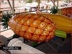 Торговца фруктами - в ананасе