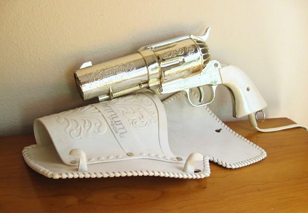 Необычный фен Vintage Revolver Hair Dryer в виде антикварного револьвера