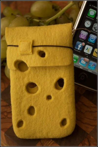 Сырный чехол для iPhone