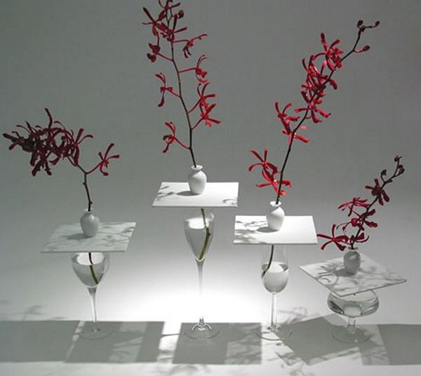 Декоративная ваза в виде бокала