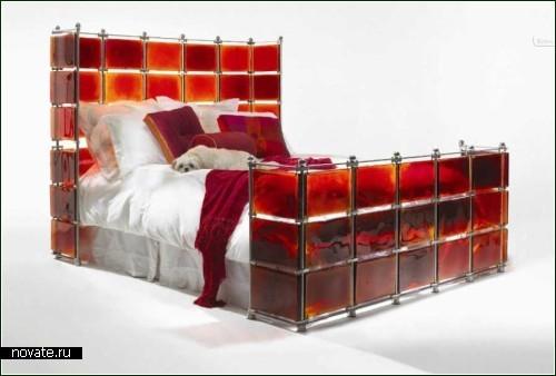 Кровать из витражного стекла