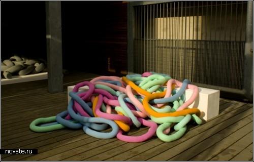 Мебель из разноцветных *макарон*