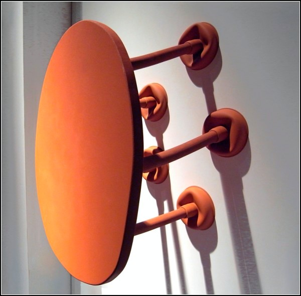 Rubber Table: резиновый стол с ножками-вантузами