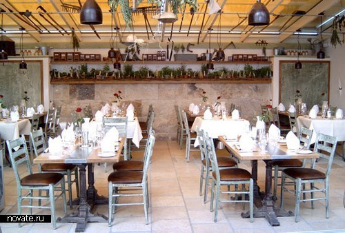Фешенебельный отель-монастырь *Santa  Isabel* в тематическом Europa-Park
