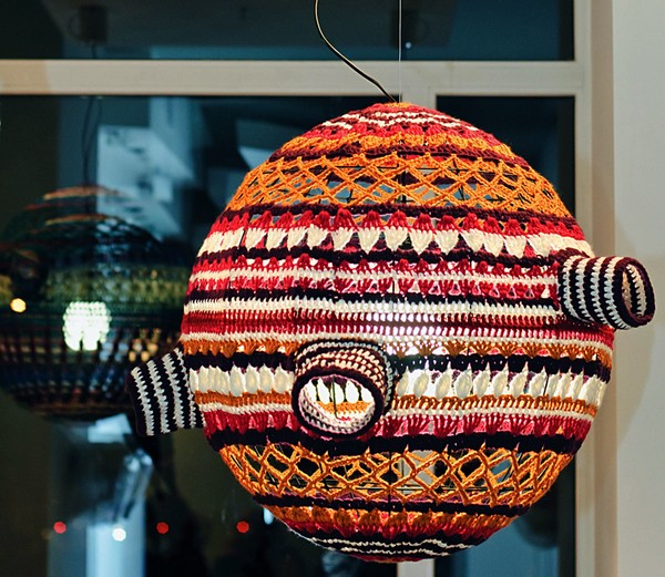 Scarfty Lamp напоминает теплый бабушкин свитер на зиму