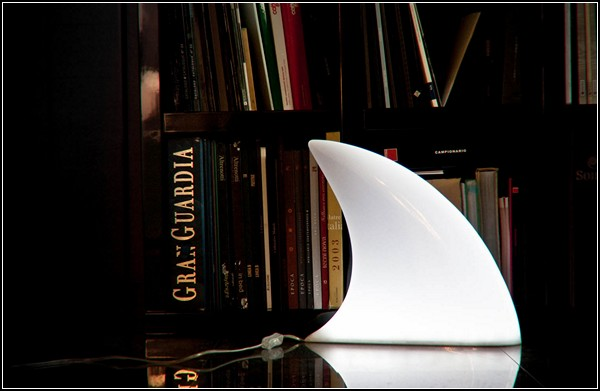 Lamp Shark, напольный светильник-плавник