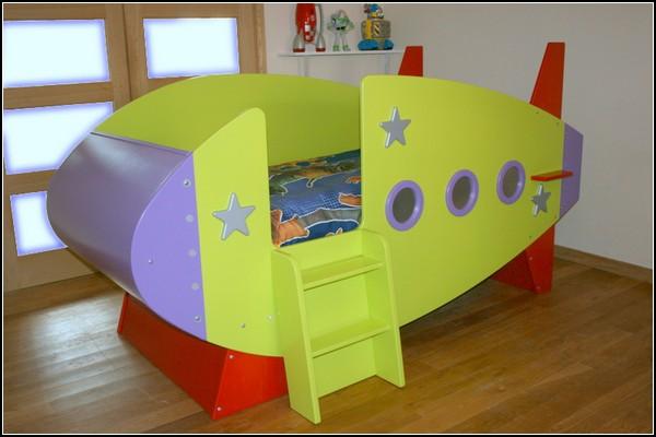 Кровать-ракета для маленького космонавта