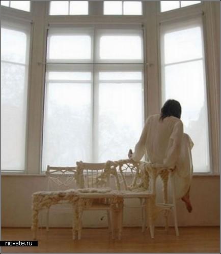 Концептуальный диван Stream of light, связанный из стульев