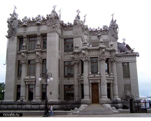 Легендарный *Дом с Химерами*. Сейчас передан в пользование украинскому правительству