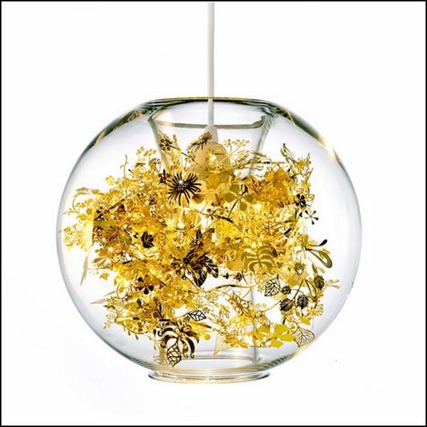Металлические цветы в стклянном шаре. Необычный светильник Garland Light