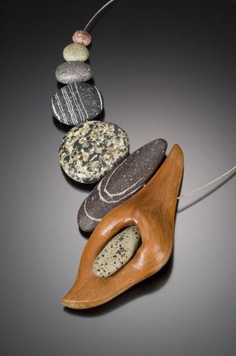Камни на шею