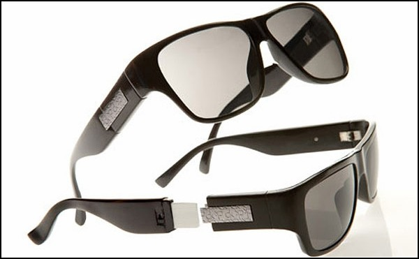 очки от Calvin Klein со встроенным USB-носителем