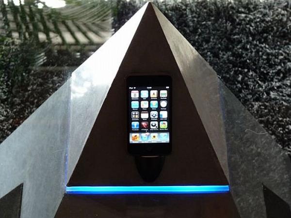 Журнальный Столик Horus. iPhone–памятник в египетском стиле.