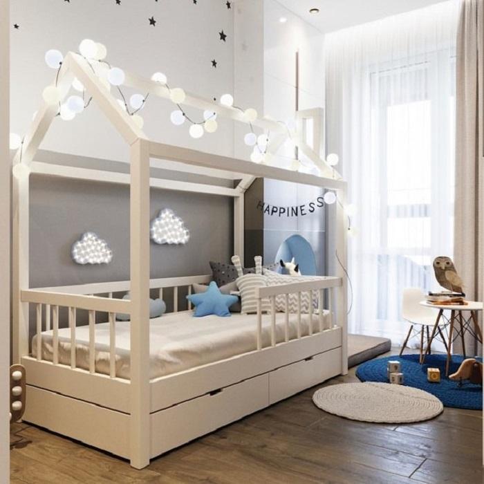 Детская кровать, в которой может спать как младенец, так и повзрослевший малыш, достаточно снять бортики. / Фото: pinterest.ru