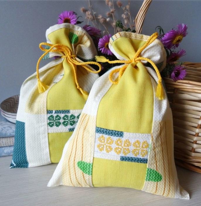 Мешочки из ткани можно сшить самостоятельно при наличии нужной ткани. / Фото: liveinternet.ru