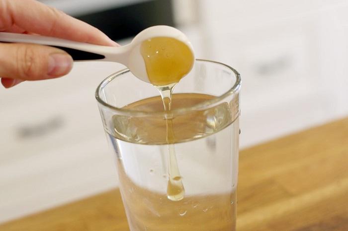 Мед нужно добавить в стакан с водой. / Фото: infourok.ru