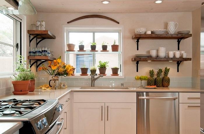 На открытых полках и посуде скапливается много пыли. / Фото: remontbp.com