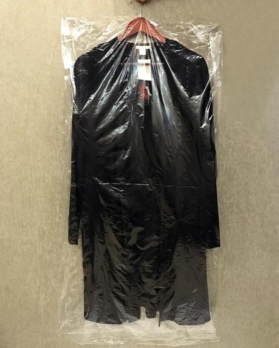 Одежду лучше хранить в чехле. / Фото: rostov-na-donu.org