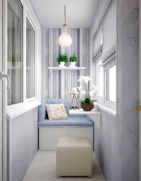 Сделайте на балконе зону отдыха. / Фото: Budnymujchin.ru