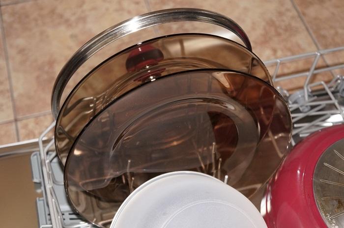 На прозрачной посуде могут оставаться разводы. / Фото: Irecommend.ru