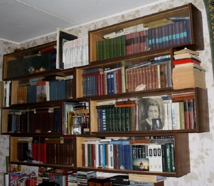 Хранение потрепанных книг в шкафу. / Фото: Zen.yandex.ru